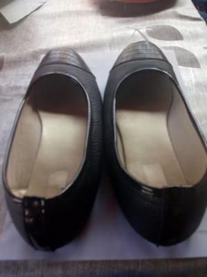 Zapatos chatitas talle 39 casi sin uso color negro