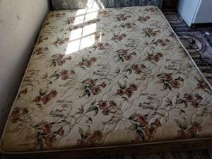 colchón y sommiers de dos plazas y medias 150 x 190