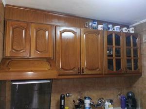 Mueble de cocina, alacena y bajo mesada de cedro. Vidrios