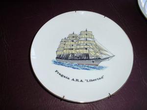 """Plato de porcelana Tsuji Fragata A.R.A. """"Libertad"""""""