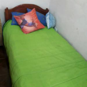 Vendo cama de 1 plaza esta impecable!