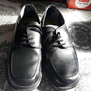 Vendo zapatos de hombre..es muy buen estado..talle 41