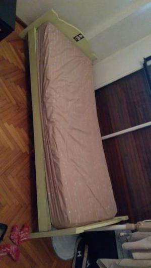 Cama de una plaza con colchón incluido