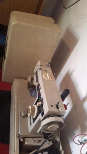 Vendo urgente maquina de coser automatica
