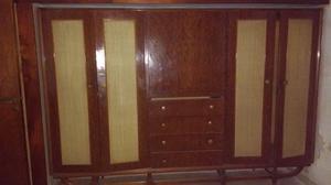 Ropero Antiguo de madera Lustrada