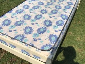 Cama de 1 plaza con colchón