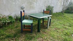 Mesita y 2 sillas para niños