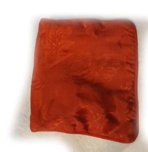 dos collares dd hematites- un bolsito lentejuelasun monedero