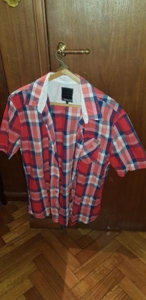 Camisas manga corta distintas marcas, modelos y colores.