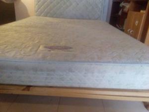 2 colchones con resortes y 1 sommier cama. medidas 2 plazas