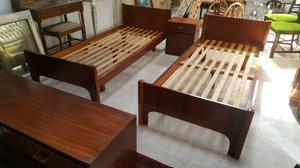 se venden 2 camas comoda y 1 mesa de luz