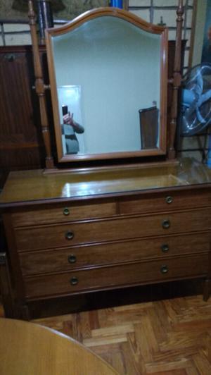 Antigua cómoda estilo inglés de roble con espejo biselado
