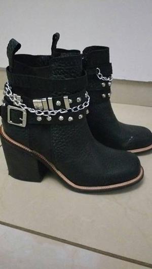 VENDO botas de cuero negras talle 38