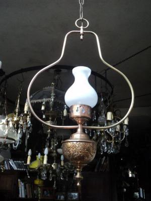 Antigua y bella lámpara colgante quinque. Antigua Saudade