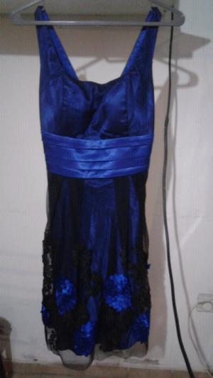 Hermoso vestido de fiesta azul