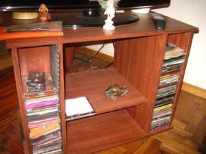 Mesa TV y video de melamina con ruedas y espacio para cd