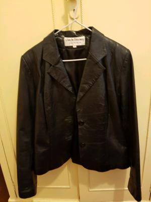 Vendo chaqueta de cuero. Muy poco uso, !!!