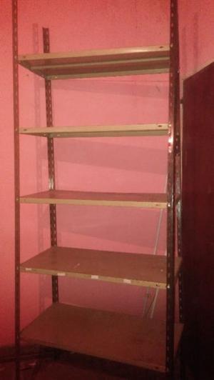 3 estantes de metal