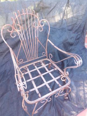 Sillas de jardin de hierro a restaurar