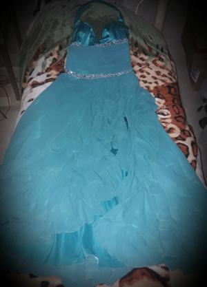 vendo vestido de fiesta,egresada o de 15