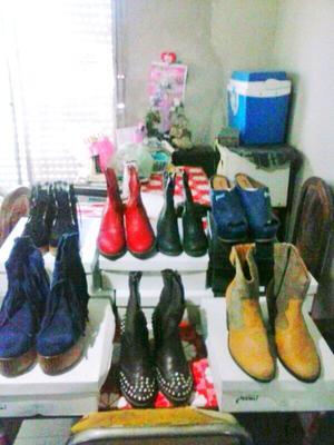 Lote de botas y panchas de cuero