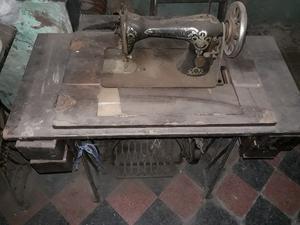 Pie de maquina de coser antigua