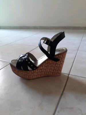 Sandalias negras número 36 sin uso