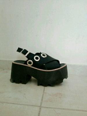 Sandalias negras tiras cruzadas número 36 un uso