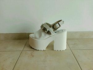 Sandalias plataforma blancas número 36 sin uso