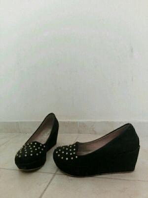 Zapatos con tachitas número 36 sin uso