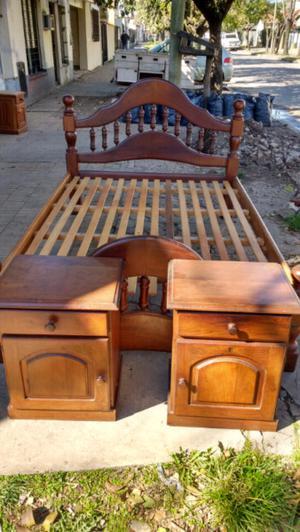 Antigua Cama y mesa de luz de algarrobo torneado