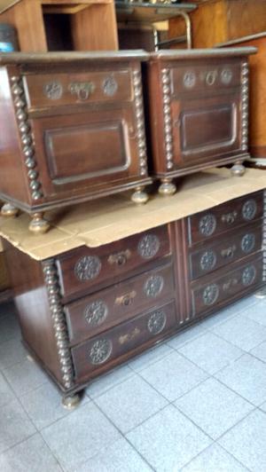 Antiguo juego de cómoda y mesas de luz de estilo colonial