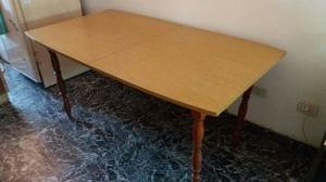Mesa extensible con 4 sillas en excelente estado
