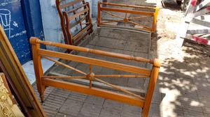 Antigua cama de una plaza y de plaza y media con elástico