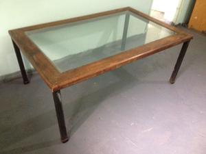 Mesa ratona de hierro y madera, con vidrio