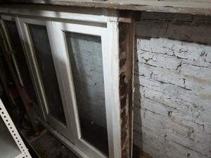Ventana balcon de madera con vidrio posot class for Ventana balcon medidas