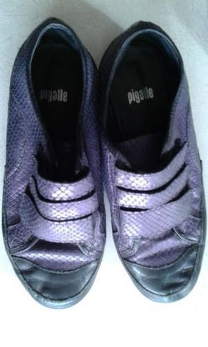 Zapatillas PIGALLE, t 37 excelente estado, color violeta.