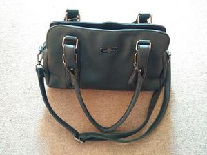 cartera negra de mujer, importada, usada, excelente estado