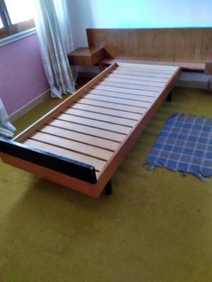cama de una plaza con respaldo