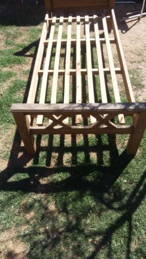 Vendo cama de madera de 1 plaza excelente estado