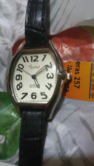 vendo reloj nuevo a estrenar de mujer