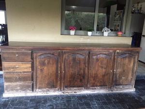 Mueble bajo de madera de pino