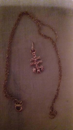 Vendo cruz de caravaca y cadena de oro