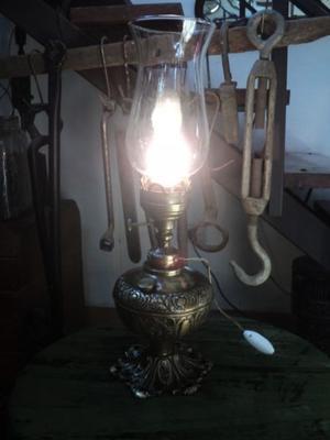 Antigua lámpara de mesa, bronce macizo. Antigua Saudade