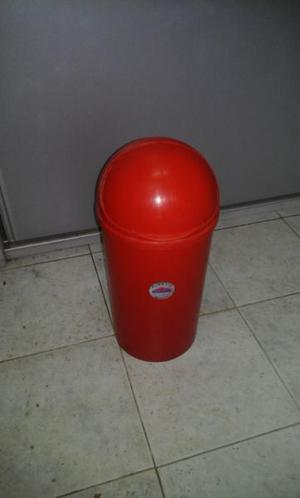 Cesto de basura plástico Plastic House c/ tapa corrediza.