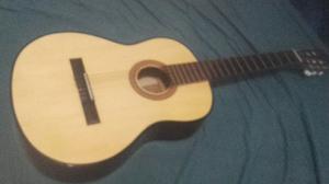Guitarra criolla poco uso
