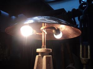 Lampara de mesa de diseño, cobre. Antigua Saudade