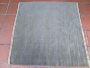 Alfombra Lana con flecos usada de 140 X 140 cm
