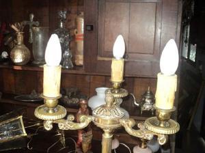 Antigua lámpara de pie en bronce. Antigua Saudade