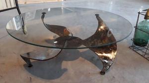 Mesa Ratona con base de hierro en forma de hélice